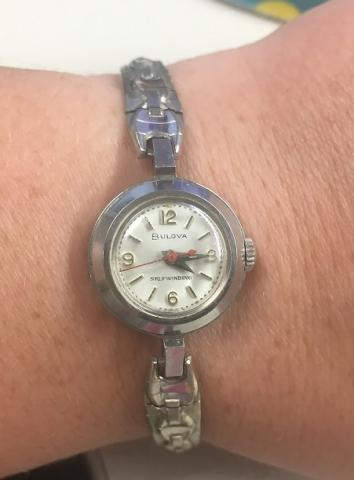 "Face of Lady of Fashion ""B"" self-winding watch"
